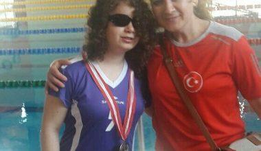 Yüzme'de Sümeyye Bayram'dan 4 Madalya.