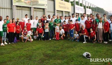 Teşekkürler Bursaspor… Bursaspor'un davetlisi olarak; teknik ekip ve futbolcularla, sporcularımız bir araya geldi.