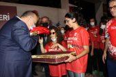 Sporcularımız, Şanlı Bayrağımızı Bursa Valisi'ne Takdim Etti